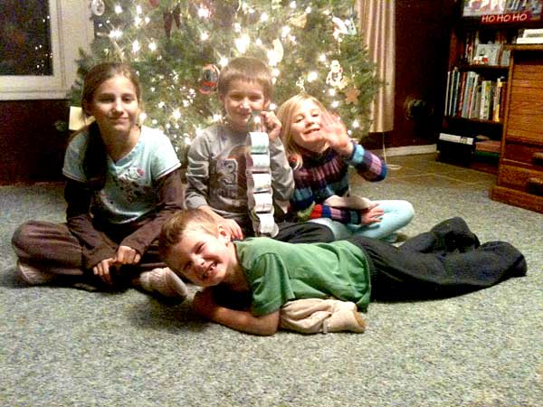 Kids show off their Christmas chain for 2013!